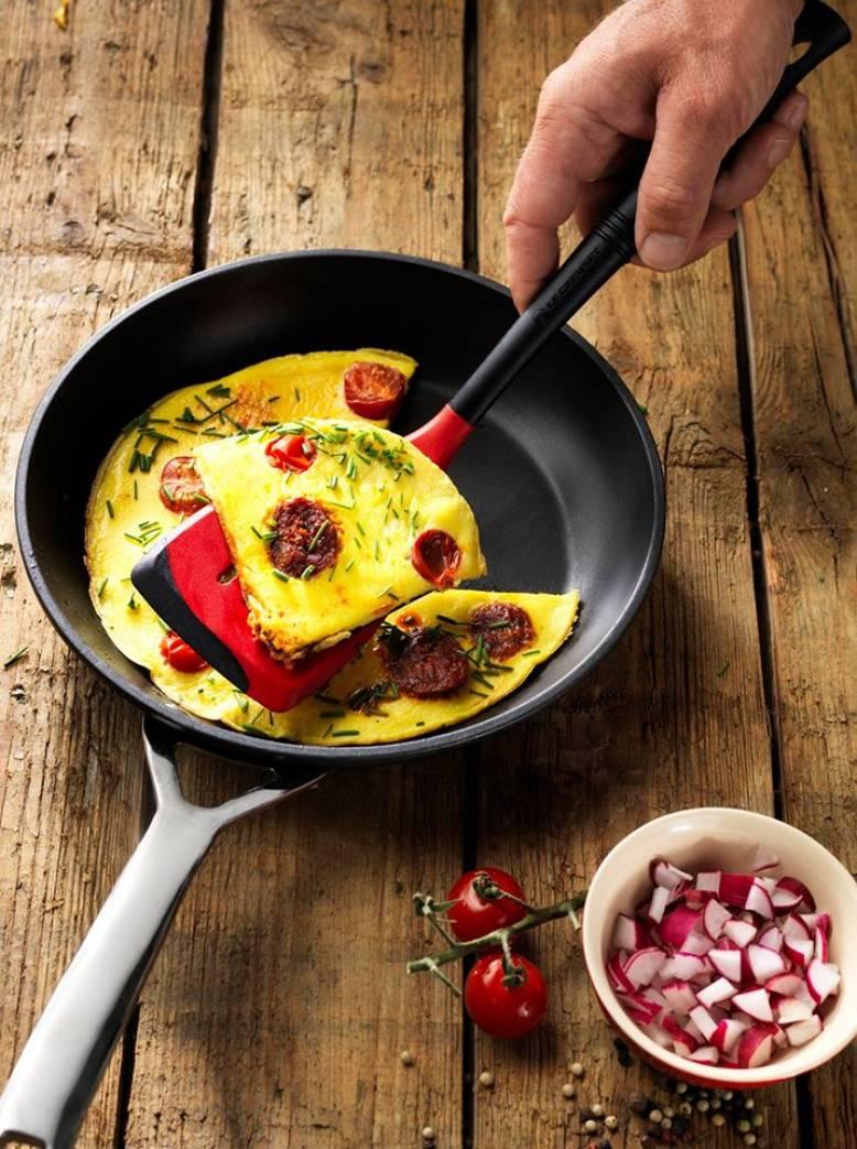 Hos Le Creuset har de 20 cm omelettpanner med non stick til 50%!